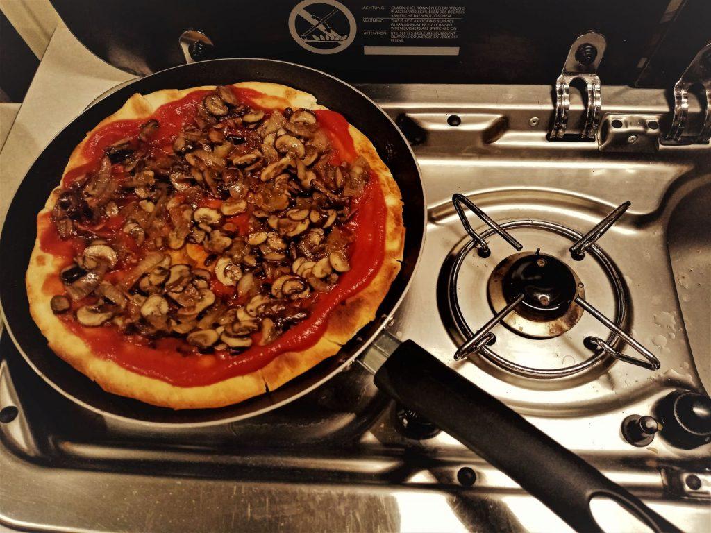 Garnissage Pizza Tomate Idee Recette Cuisine Van Fourgon