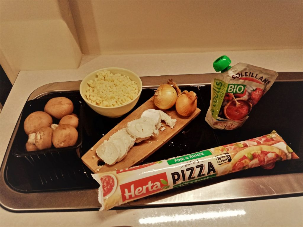 Ingredients Pizza Poele Van Resized