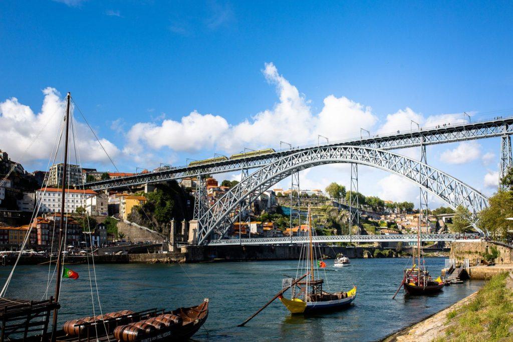 Circuit Au Nord Du Portugal En Van Aménagé Porto Et La Vieille Ville Et Son Pont