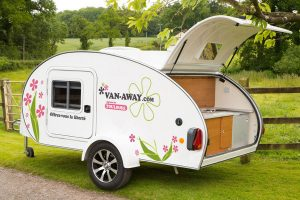 02_VAN-AWAY_location_mini_caravane_caretta_1500