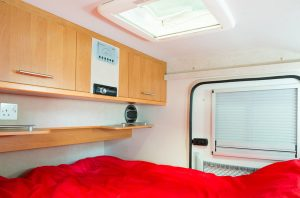 08_VAN-AWAY_interieur_caravane_caretta_1500_location