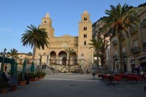 Cefalù En Van Aménagé Circuit Sicile Cathédrale