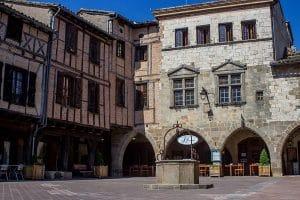 Castelnau De Montmiral En Van Ou Fourgon Aménagé Circuit Itinérant Dans Le Tarn
